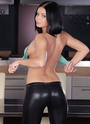 Girls Leather Porn Pictures
